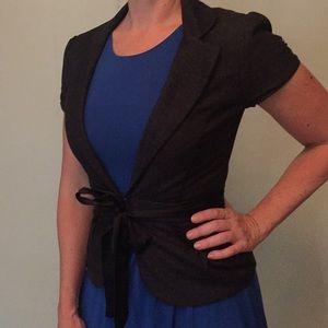 Short-sleeved belted blazer